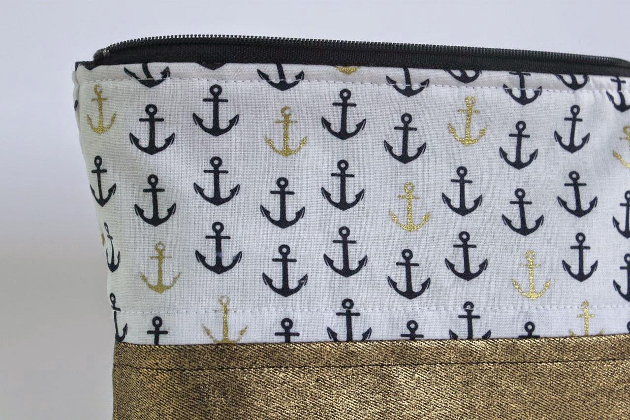 nautical-zip-pouch-close